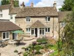 TUMBLERS, woodburning stove, WiFi, en-suite facilities, garden with furniture, in Tetbury, Ref 905270