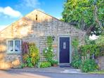 THE SHIPPON, character holiday cottage, with a garden in Newton-Le-Willows, Ref 9977