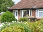 MOORS EDGE, all ground floor, enclosed garden with furniture, great base for exploring North Yorkshire, Ref 906916