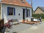 Gite du Lavnde , peaceful, countryside vacation hideaway with pool, Free WIFI