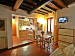 Warm and charming Florence holiday apartment near the station