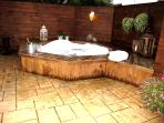 Luxury house w/jacuzzi  for up to 8 person.