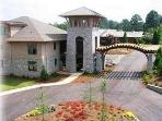 Lake Oconee Condo, Magnificent Waterfront! Pontoon Available for Rentl