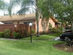 Beautiful Ft. Myers attached villa at Royal Woods