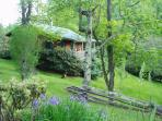 Pear Tree Cottage:Real Log Cabin Dog Friendly WiFi
