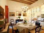 Elegant Galleria apartment in historic Palazzo