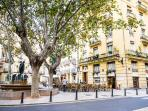 Russafa's neighborhood is very dynamic and next to the historic center and to the City of the A