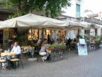 Piazza Cadorna, with its shops and restaurants, is two minutes away.