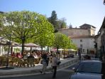 Aubeterre: eat out in the square