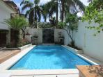 Alexia, 4/6 Bed villa, central Seminyak 'Eat St'