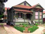 Luxury Queen Anne Victorian Townhouse - Downtown