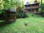 Andrea's Creek 2 well appointed log cabin, wooded setting, hot tub, sleeps 6