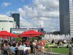 The Fontain Agam and the Globe Trotter cafe at La Defense in our area
