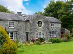 COACHMANS HOUSE, open fire, use of rowing boat on Lough Derg, walks from doorstep, near Lorrha, Ref 915464