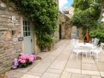LITTLE TREE COTTAGE, ground floor, close to amenities, WiFi, pet-friendly cottage in Addingham, Ref. 911862