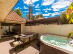 Private Coutryard w/Hot Tub, Gas Firepit, Sectional Sofa