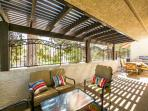 Covered Patio w/gas BBQ Grill