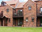 WHITE GOOSE COTTAGE, pet friendly, with a garden in Whitby, Ref 4264