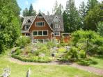 Lovely Rural Chalet W Puget Sound 1 hr  to Seattle