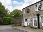 RIVERSIDE FLAT, first floor apartment, off road parking, garden, in Malham, Ref 904271