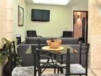Old City 2BR: washer/dryer, AC, wifi, hot water...