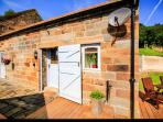 POPPY COTTAGE, studio barn conversion, eco-friendly, in Aislaby, Ref 911816