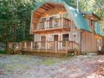 Snowline Cabin #49 - A great 2-story vacation home with a Private outdoor hot tub !