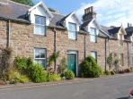 GRANNY'S COTTAGE, stone cottage, spacious accommodation, private garden, in Dunbeath, Ref 916926