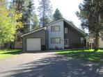 Peaceful Cabin located on the MCCall Golf Course with Private Hot tub!