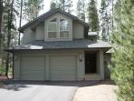 Lift Ticket Deals Sunriver Home with Gas Fireplace and Hot Tub Near Mavericks