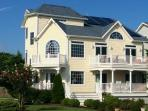 An Elegant 5BR Beach Home ... Close to Everything