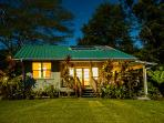 Romantic Honeymoon Cottage 8 acres Wi-fi solar