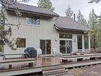 Rogue 16 - 3 Bedroom Dog Friendly Home with A/C, Gas Fireplace and Hot Tub