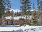 Luxury Mountain Living! Pet Friendly! VIP Ski Shuttle! Spectacular Views!