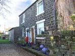 LAPWING COTTAGE, semi-detached, woodburner, roll-top bath, walks from the door, near Glossop, Ref 916370