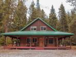 Beautiful lodge in Chiwawa River Pines, Wi-Fi, Hot Tub, Cable TV