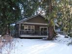 Mt. Baker Rim Cabin #31 -A newly constructed ranch style cabin with rustic elegance and private hot tub! Wi-Fi