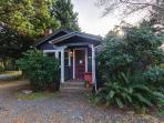 Pet-friendly cottage just three blocks from the beach