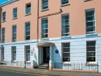 9 CROFT HOUSE, second floor apartment overlooking the beach, WiFi, shared garden with furniture across road, in Tenby, Ref 917887