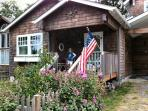 Lucie`s Cottage is a vintage style cottage on the North end of Cannon Beach 2 bedroom 2 bath sleeps 6 - 35598