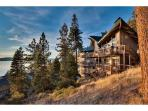 Grand Cave Rock Home: Vaulted Ceilings, Multiple Decks with Lake Views, Pool Table (CR13)