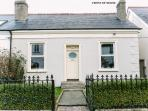 Cosy Town House 15 Minutes Bus Ride To The City/