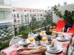Gorgeous 2 bedroom holiday apartment with deligfhtful balcony in central Nice