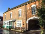 WARDS COURT 1, romantic, character holiday cottage, with a garden in Frampton On Severn, Ref 4060