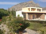 Luxurious 3 Bed Villa, with Pool and Jacuzzi,