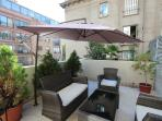 Walking distance / Subway/ restaurant /Big terrace