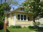 225 Van Buren - Cozy Cottage - Weekly stays begin on Saturdays