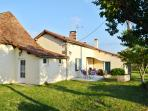Dream holiday cottage in Dordogne, in a peaceful setting with countryside views, sleeps 6