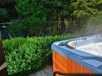 Serene Suite- Hot Tub/Forest Nr Ocean and Castle!