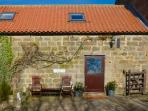 DAFFODIL COTTAGE, pet friendly, character holiday cottage, with a woodburner and garden in Danby, Ref 1575